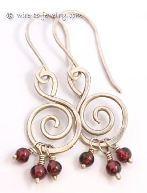 wire earring | This pair of earrings is made from wire