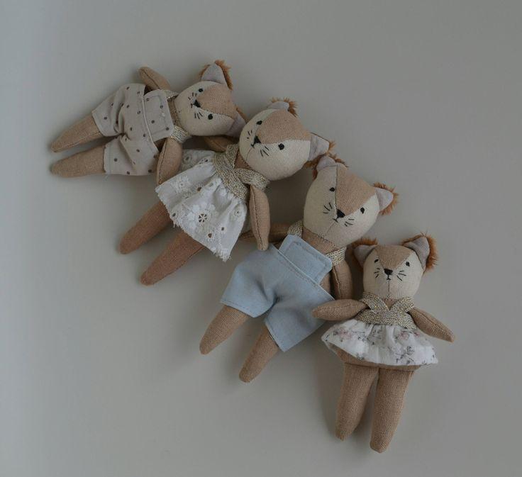 Wonderforest dollhouse family fox by Lillawdesign on Etsy https://www.etsy.com/listing/527595087/wonderforest-dollhouse-family-fox