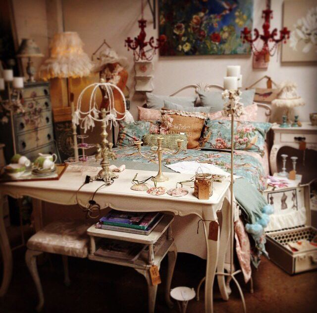 Nice french vintage room!