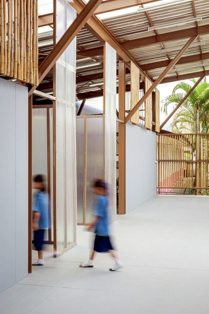 Gallery - Baan Nong Bua School / Junsekino -  Sustainably sourced materials that are designed open ceilings to create ventilation.
