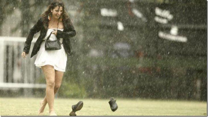 ¿Es mejor caminar o correr bajo la lluvia? La ciencia tiene la respuesta http://www.inmigrantesenpanama.com/2015/07/21/es-mejor-caminar-o-correr-bajo-la-lluvia-la-ciencia-tiene-la-respuesta/