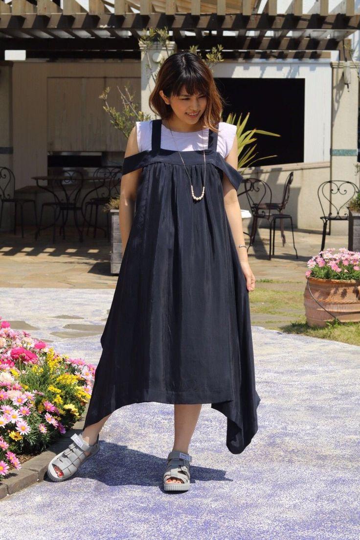 【SHAKA】 大人っぽい綺麗目に、シャカを合わせたスタイリング。グレーなので、馴染みも良いです。