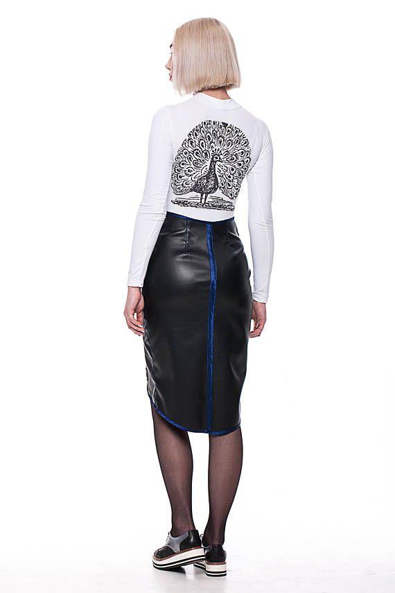 jupe en cuir véritable pour femme confiant auto, modèle tour de taille 70 cm hanches 90 cm hauteur 175 cm. Mais être raccord parfait pour les femmes haut 168-170 cm.
