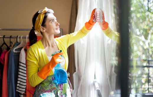 Il bicarbonato di sodio è un alleato prezioso nelle nostre dispense. Scopriamo i suoi mille utilizzi in cucina, nelle pulizie di casa, in bagno e in automobile
