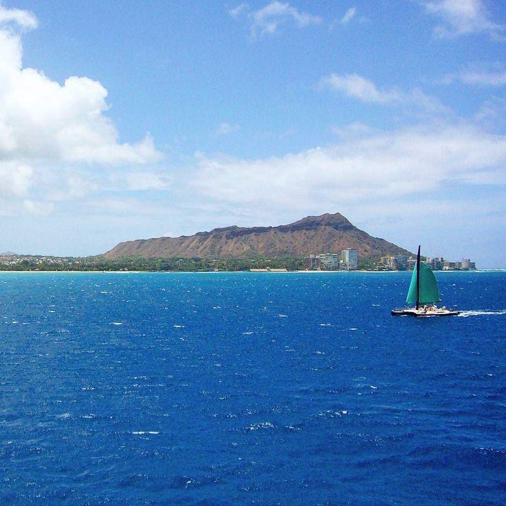旅先のお気に入りの一枚 海から見たダイヤモンドヘッド #diamondhead#hawaii#oahu#honolulu#waikiki#sailboat#sailingboat#sea#ocean#sky#cloud#mountain#travel#trip#favoritephoto#ダイヤモンドヘッド#ハワイ#オアフ#ワイキキ#海#ヨット#青空#空#雲#島 by yukariiiiiii_s