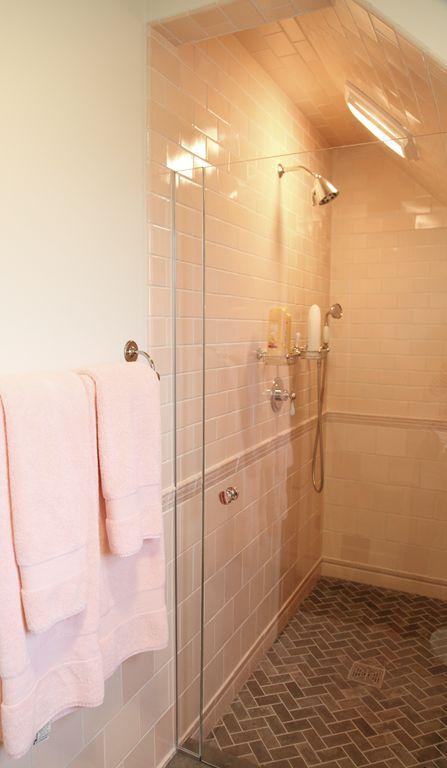 20 besten bad 1 bilder auf pinterest badezimmer b der ideen und fugenlose dusche. Black Bedroom Furniture Sets. Home Design Ideas