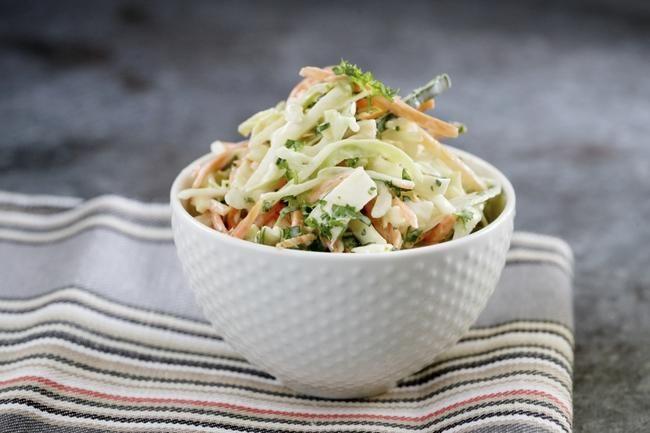 Coleslaw - Craig Whitsons oppskrift på kålsalat med sursøt dressing – nydelig til burgere og grillmat.