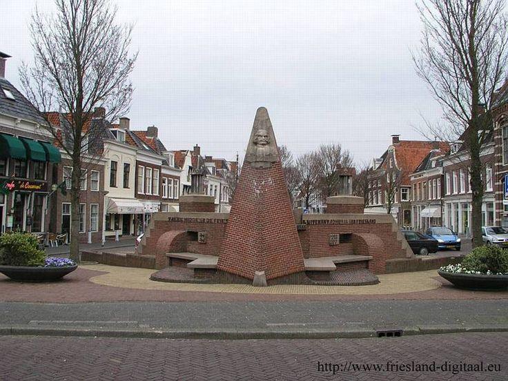 Harlingen-monument Tjerk Hiddes de Vries was een Fries admiraal en zeeheld uit de zeventiende eeuw.