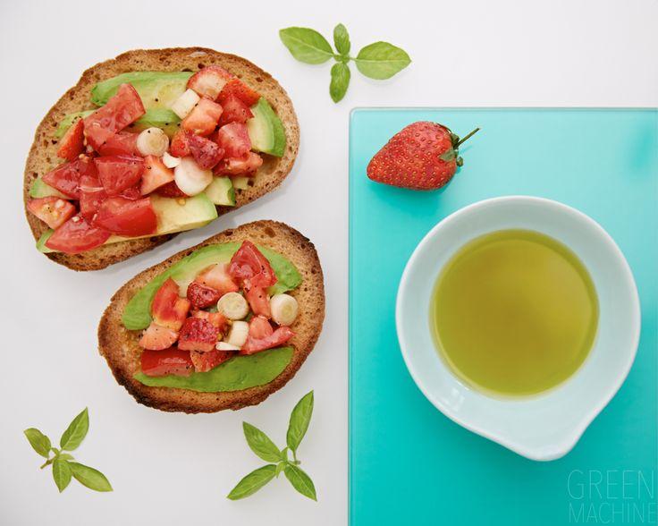 Seasonal Strawberry Bruschetta Topping recipe #refinedsugarfree #healthy #food #eatclean #Thegreenmachine #hannahelizabeth #healthyfood #recipes #cleaneating #tomato #strawberry #avocado