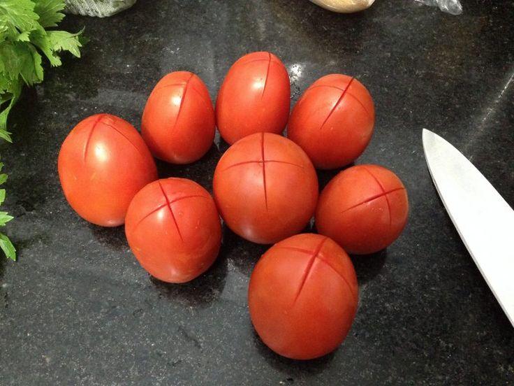 Oi gente!!! Semana passada encontrei uma promoção de tomates aqui em Campinas e aproveitei para fazer molho. É claro que tomate em promoção já não são aqueles tomates lindos... mas para molhos estavam perfeitos!!! Já tinha um tempo que eu não...