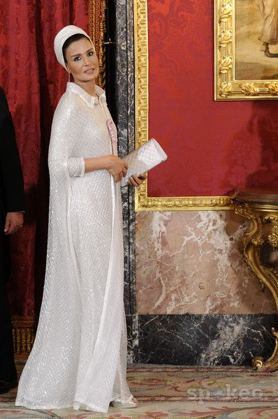 sheikha mozah pictures | Sheikha Mozah Bint Nasser al-Missned Spanish Royal family gala dinner ...