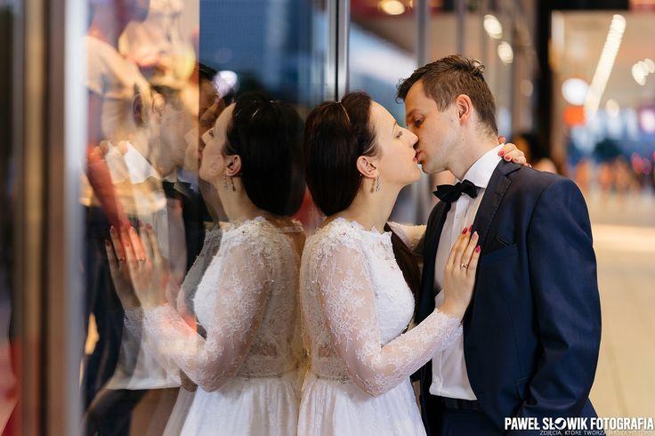A big city kiss | He and She