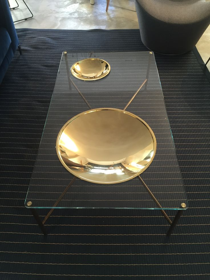 Table basse –Golden Moon – GALOTTI & RADICE Design Massimo Castagna 1 Dimensions: 130x 70 x 35h Verre transparent extra leger et laiton doré Prix : 2455€ TTC + 3€ d'éco-participation -15%