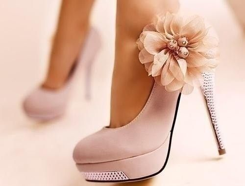 Sooo cute i want them: Pink Flower, Fashion, Flower Shoes, Pink Heels, Styles, Weddings Shoes, Bridesmaid Shoes, Pink Shoes, High Heels