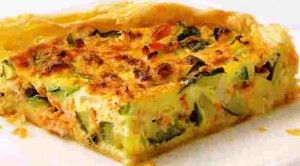 Courgette kan je grillen of door een lekkere roerbak schotel mengen. Courgette past ook goed in een ovenschotel. Een snel en makkelijk recept is een courgettetaart, daarnaast is het ook vegetarisch. Je hebt niet veel nodig en het is in 30 minuten klaar....