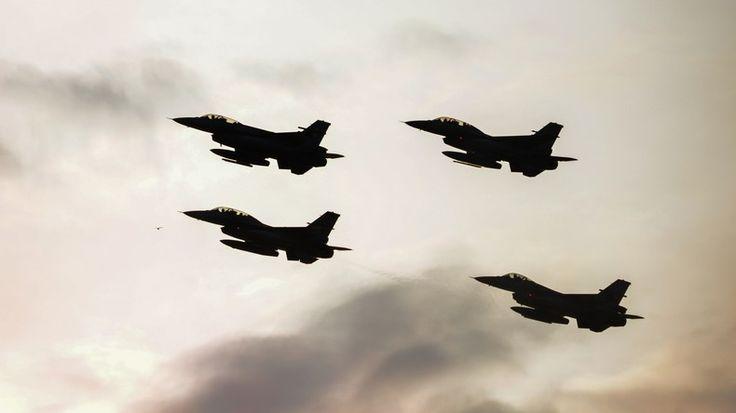 Ankaras Angriffe auf kurdisch gehaltene Gebiete im Irak und in Syrien ist nicht nur ein politischer Schachzug, sondern auch eine Missfallensbotschaft Erdogans an die USA. Martin Jay, ein in Beirut ansässiger, preisgekrönter Journalist, sprach mit RT.