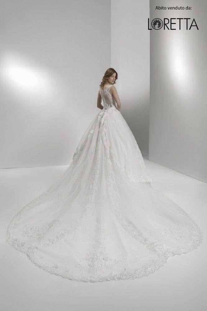 Collezione 2017 | Vestito da sposa con strascico lungo e schiena in trasparenza #matrimonio #sposa