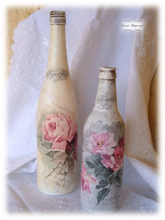 Shabby Chic bottles by using decoupage technic, crackeled details and artificial aging.  A perfect way to recycle empty wine bottles, I just love them!