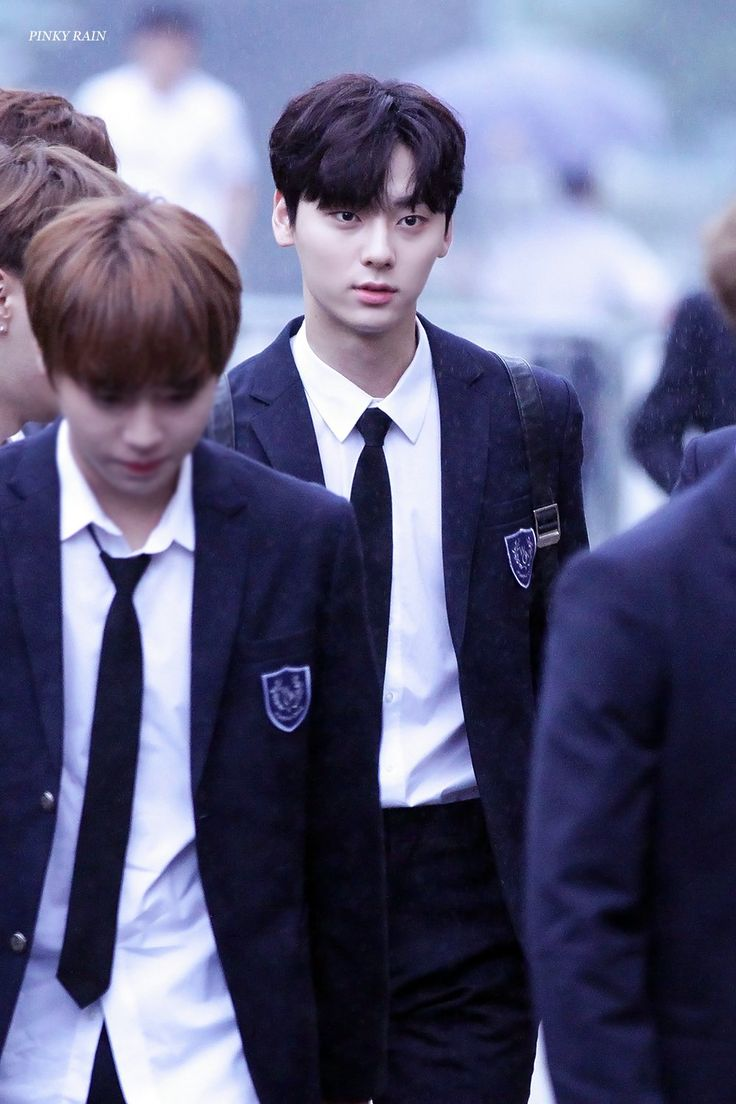 """You stole my heart, but i'll let you keep it"" ♡WannaOne♡minhyun"