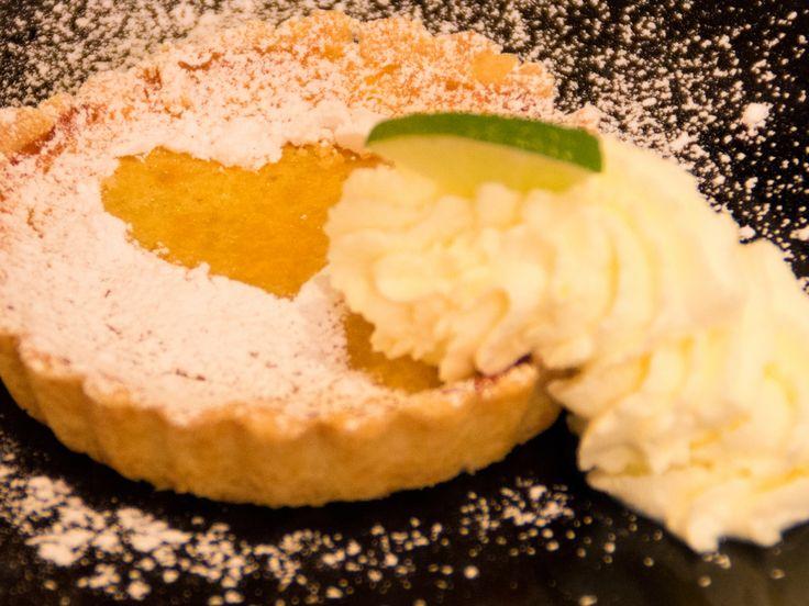 Citron- och limekaka med vispgrädde | Recept.nu