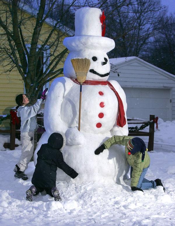 Wow! Ten-foot-tall snowman - Grand Rapids, Michigan