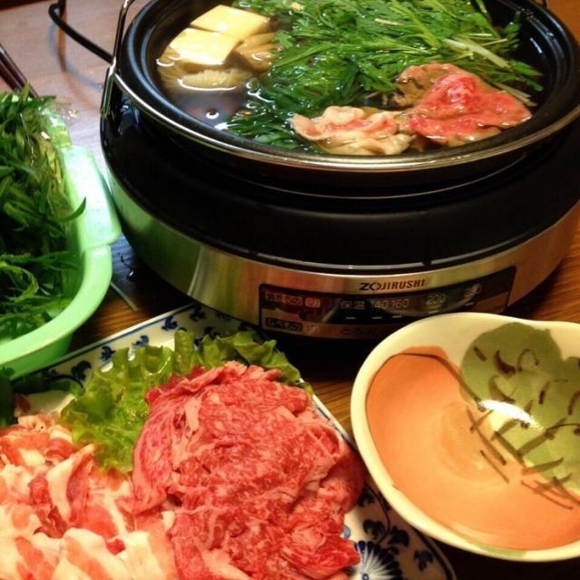 無農薬の水菜をいただいたので、庭の春菊とお葱を足して、はりはり鍋 冷凍庫のお肉も入れたら、ごちそうになったよ(o^^o)ノ 〆はおうどんで! - 68件のもぐもぐ - はりはり鍋 by kamasann