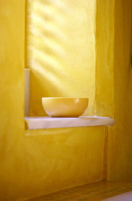Walls in buttercup yellow...and a bowl to match!