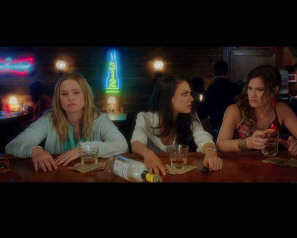 Bad Moms Movie Premiere: Mila Kunis' Baby Bump, Stars Get Real About Motherhood - http://www.morningledger.com/bad-moms-movie-premiere-mila-kunis/1387711/