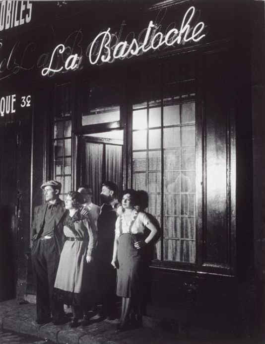 Brassaï      La Bastoche, rue de Lappe, Paris     1932