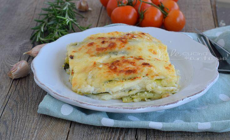Parmigiana di zucchine e provola ricetta facile, ricca di gusto, una ricetta vegetariana, fatta solo con le zucchine ed i formaggi, ideale come piatto unico