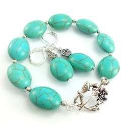 Komplet biżuterii damskiej z kamieniami howlitu turkusowego.