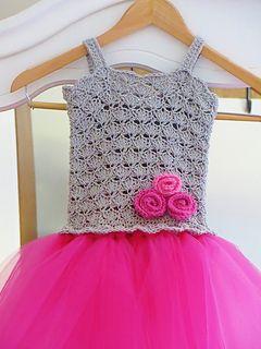 Crochet_newborn_dress_3_small2