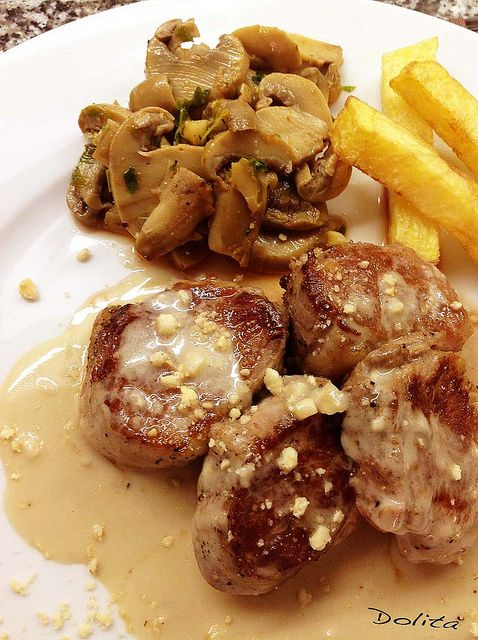 Solomillo de Cerdo con Salsa Roquefort y Avellanas