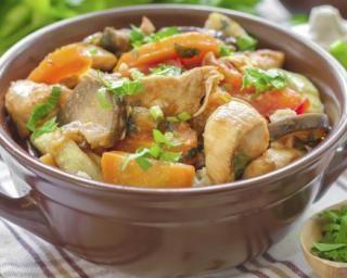 Casserole de poulet aux légumes anciens spécial chrono-nutrition : http://www.fourchette-et-bikini.fr/recettes/recettes-minceur/casserole-de-poulet-aux-legumes-anciens-special-chrono-nutrition.html