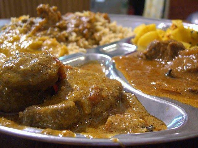 L'agneau (ou le mouton) nihari est un plat traditionnel de fête composé de viande cuit lentement (slow food) parfumé aux épices indiennes ...