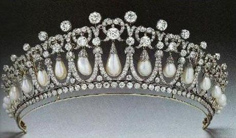 Cambridge Lover's Knot Tiara that Queen Elizabeth gave to Princess Diana as a gift. Favorite Tiara!