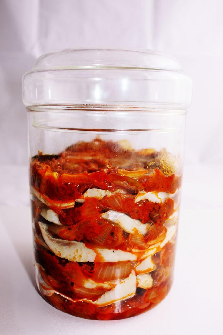 śledz w suszonych pomidorach