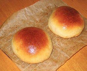 Pão de batata  Ingredientes: 2 tabletes de fermento para pão; 1 colher ( sopa ) de açúcar; 1 copo americano ( 150 ml ) de leite morno; 1 c...