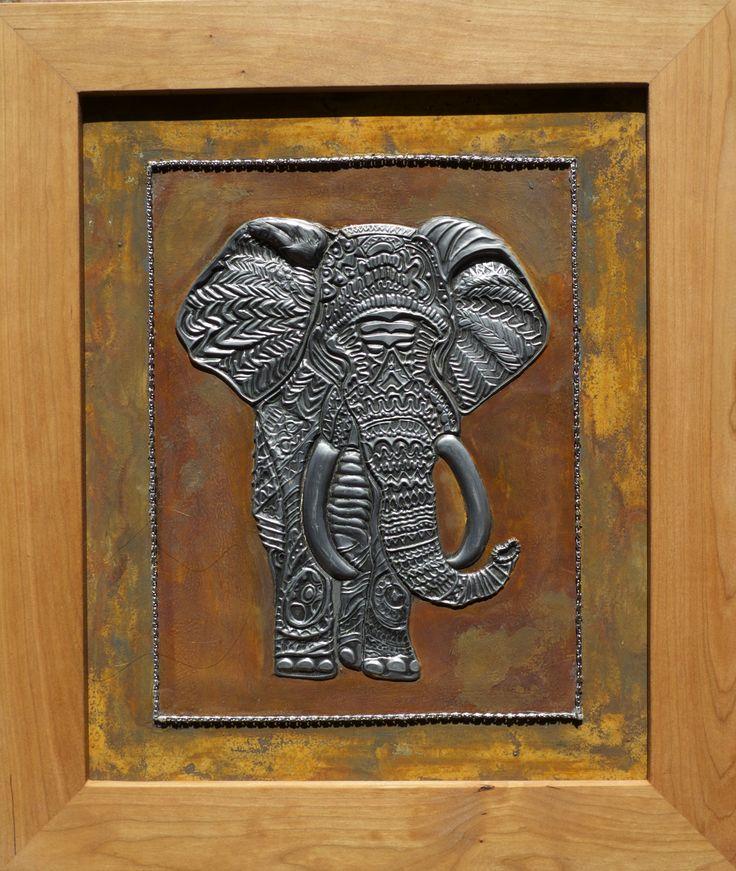 lucky el elefante representa suerte hecho en estaño pintado con patinas
