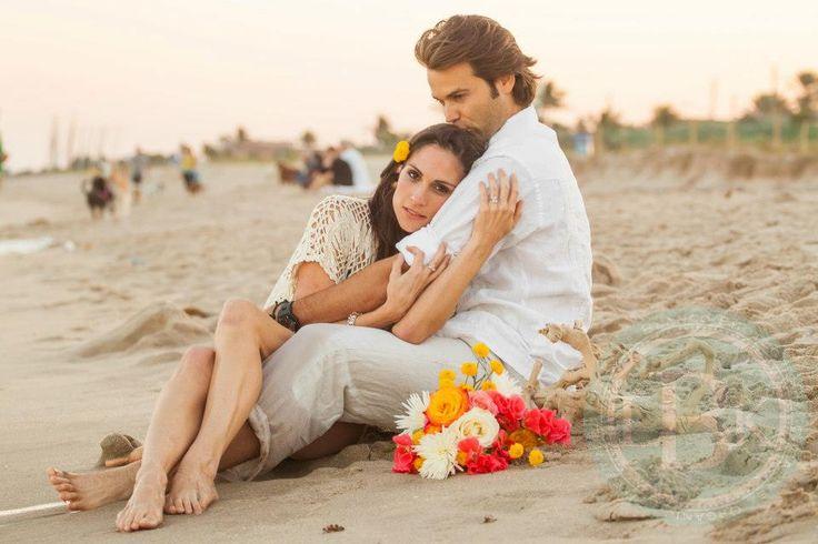 Bohemian beach engagement styled shoot. Jennifer Bianca of Casetta Bianca set design, props, styling. Liz Kane-Blanco photography.