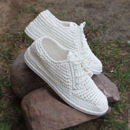 Купить или заказать Мокасины мужские льняные в интернет-магазине на Ярмарке Мастеров. У меня появился первый заказчик мужчина))) который захотел побаловать себя удобной и необычной обувью! В результате получились такие замечательные мужские мокасины... связаны из льна натурального.