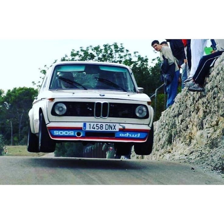 3,198 отметок «Нравится», 13 комментариев — BMW Classic (@bmwclassic) в Instagram: «Leave the work week in the dust. The weekend is here and it´s time to make tracks. #BMWClassic…»