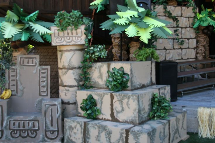 Jungle Book set - King Louie's throne