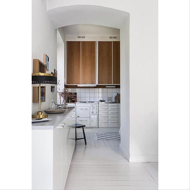 The original kitchen is still there! At #Södermalm new listing Photo @_mikaelaxelsson @lindapalmcrantz #heleneborgsgatan #kitchen #originalkitchen #50skitchen #kök #stockholm #scandinavianinterior