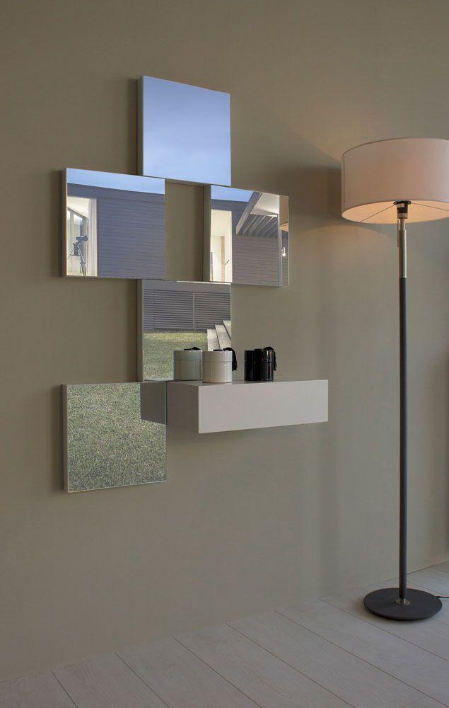 recibidor con consola de 45 cm de largo 24 cm de fondo y 13 cm de alto acompanado por 5 espejos de 30 cm de largo y 30 cm de alto propon