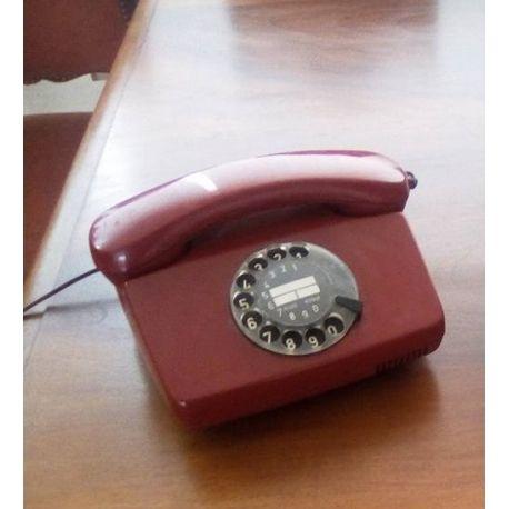Vintage siemens telephone vakelite with rotary, red color very retro
