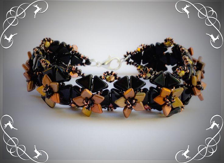 Bracelet Arthémis noir et or avec petites fleurs personnalisable : Bracelet par atelier-de-delphine