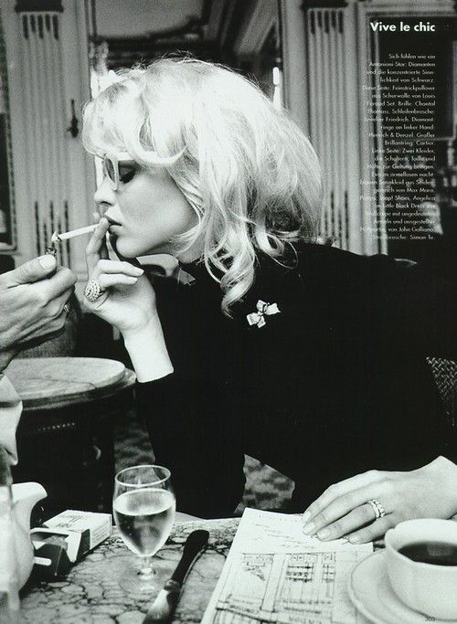 "THE POWER OF THE FITTED BLACK TURTLE NECK / ""Vive Le Chic"", Vogue Germany, September 1995  Photographer : Pamela Hanson  Model : Eva Herzigova"