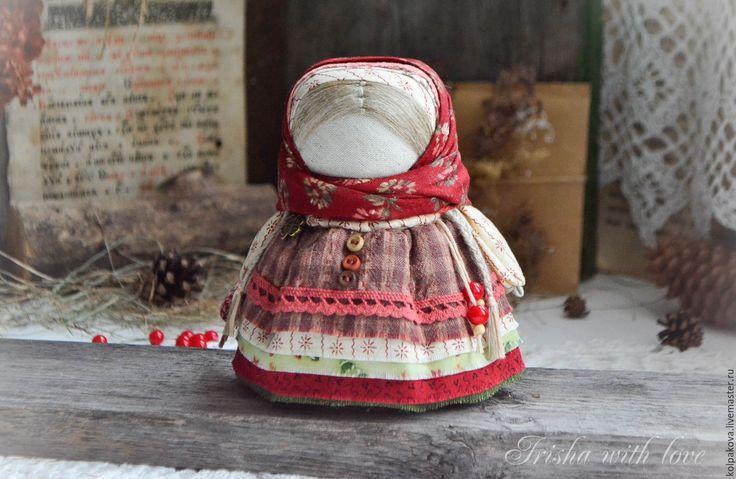 """Купить куколка-оберег Девочка с конфеткой """"Шоколадная ягода"""". - бордовый, девочка с конфеткой, народные куклы"""