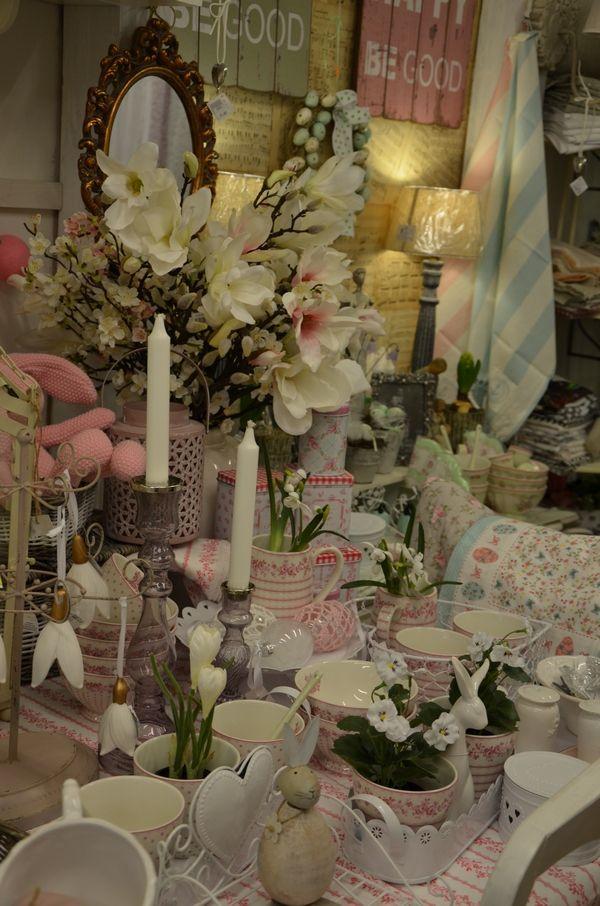 Jarné dekorácie v predajni